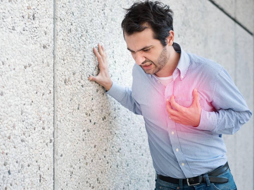 sakit dada sebelah kiri karena angina.